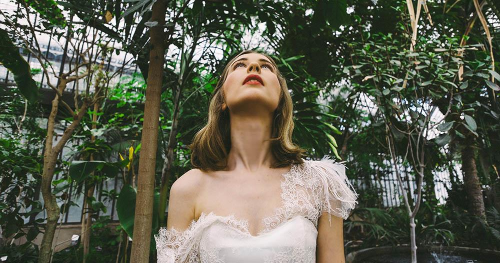 Confection de robes de mariée: l'essayage en toile de coton