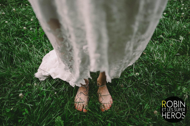 Détail d'une robe de mariée longue